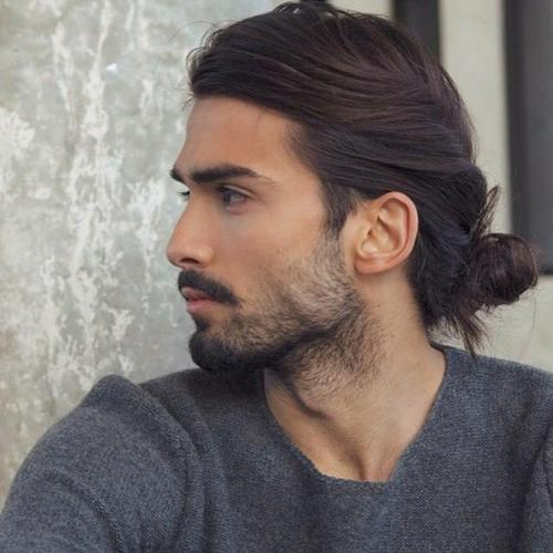 Modna długa fryzura męska 2020