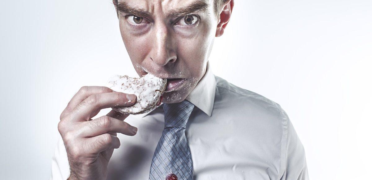 Czemu niektórzy jedzą ile chcą i nie wpływa to na ich wagę?