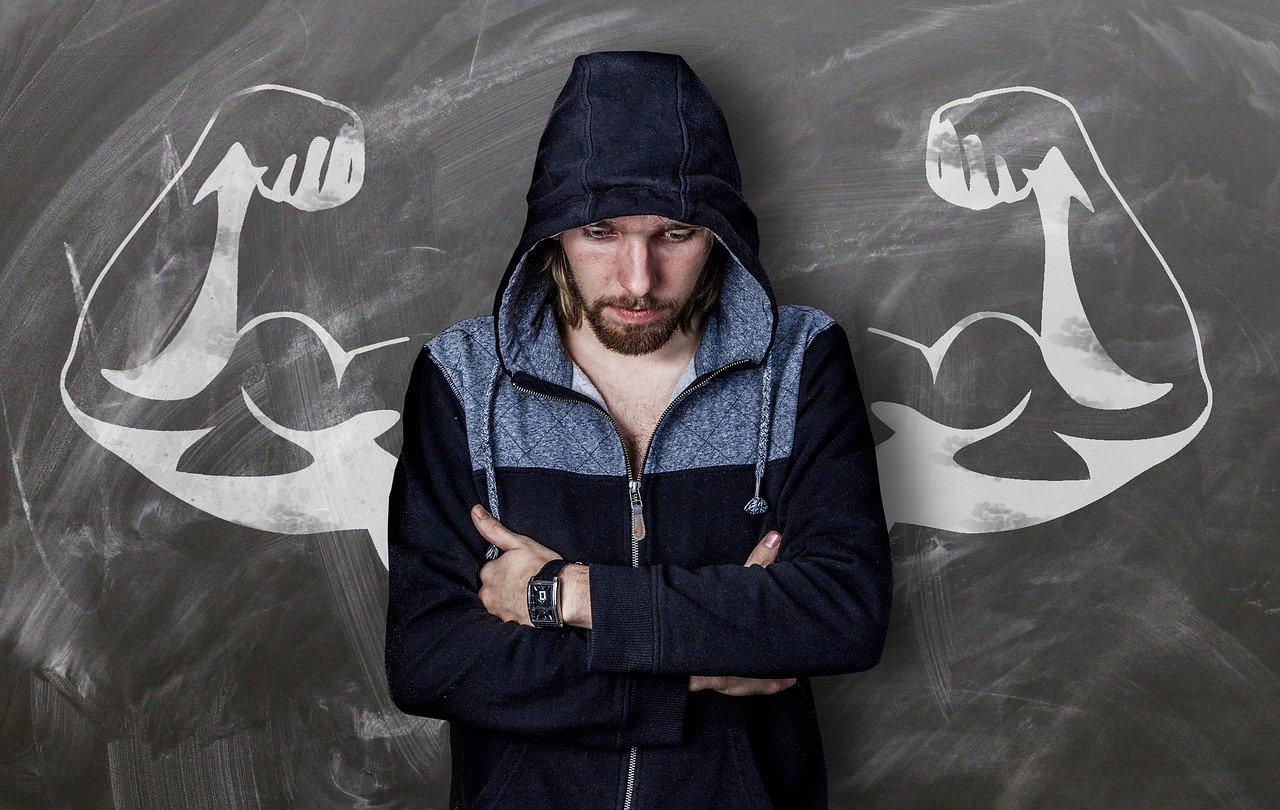 Efektywny trening i ćwiczenia na biceps w domu z hantlami