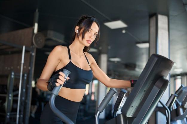 Jak ćwiczyć na orbitreku, żeby spalić tłuszcz na brzuchu?